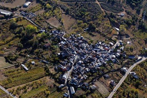 vista-aerea-de-calamocos-termino-de-castropodame_60379500